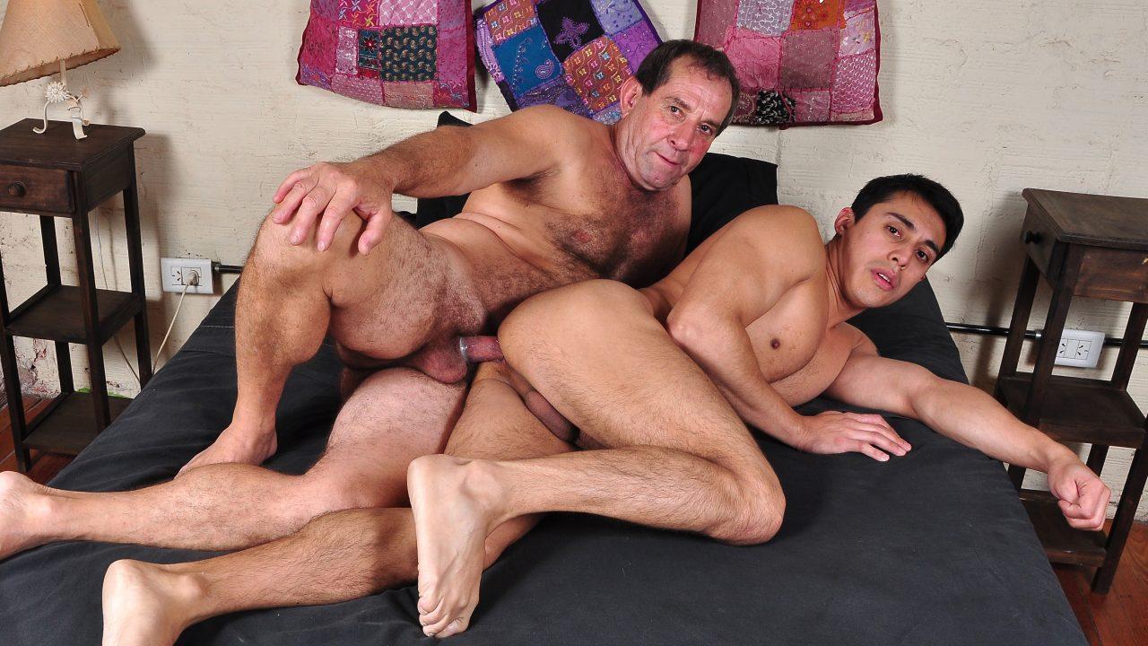 Photo of Daddy Alvaro Fucks Hustler